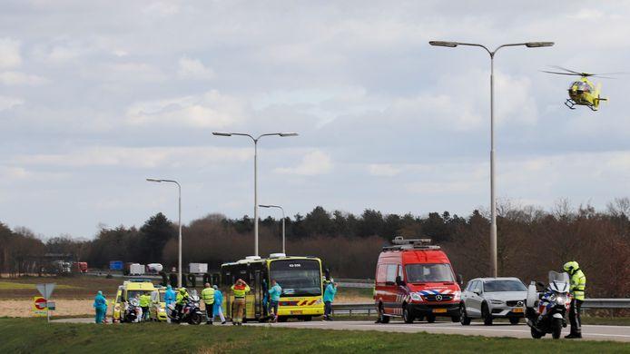 Een bus met intensive care faciliteiten heeft pech gekregen op de A73.
