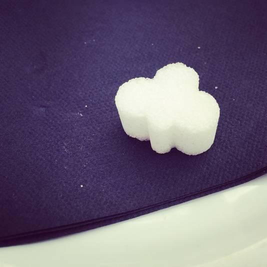 Dit suikerklontje drukt me met mijn neus op de feiten: voorlopig blijft het enkel bij - letterlijk- dromen van suiker.