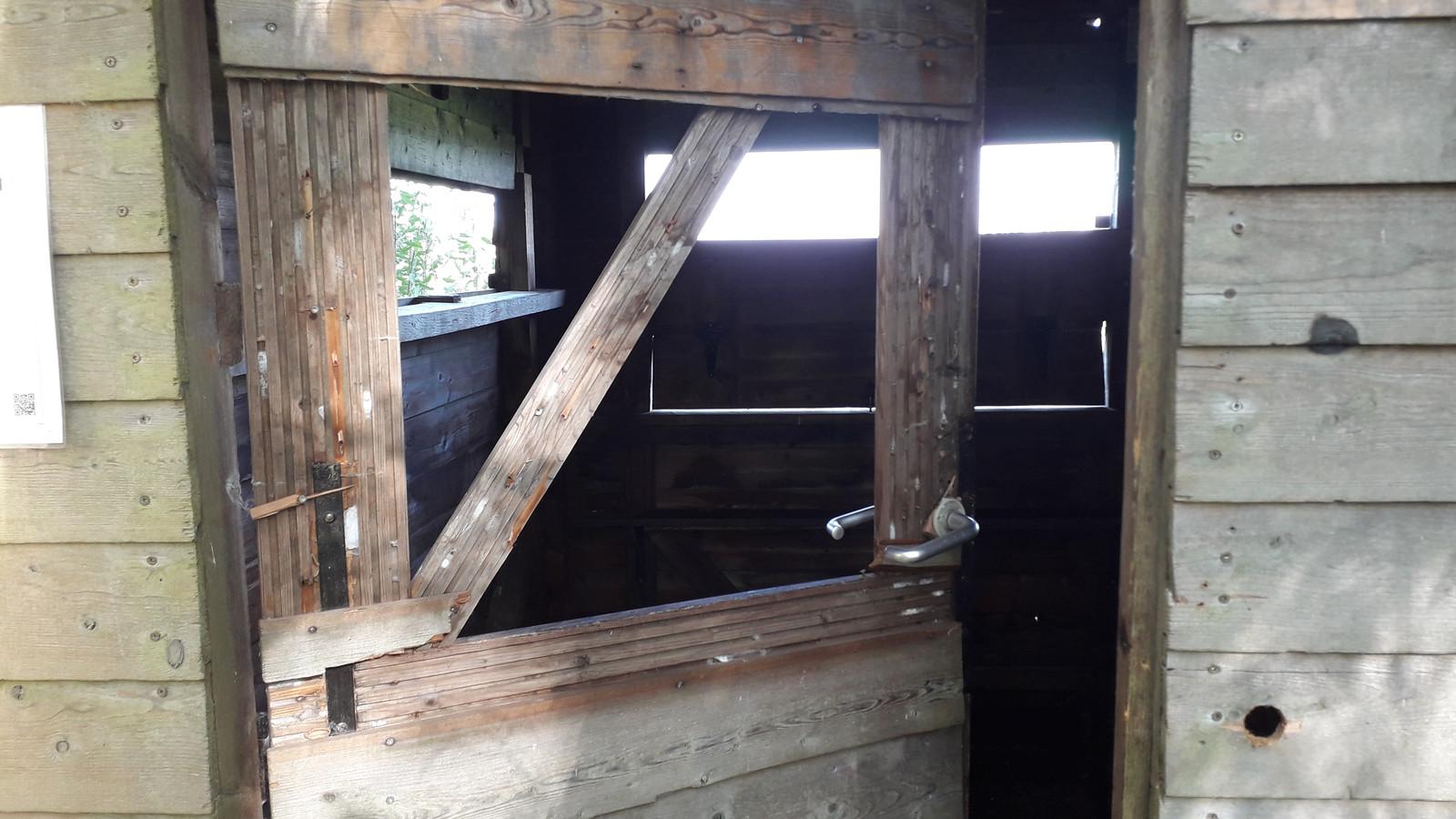 Kijkhut in de Assels zwaar beschadigd.