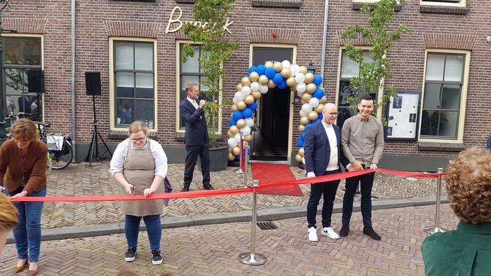 De officiële opening van hotel Broeck in Oudewater door ondere anderen de exploitanten Jamie de Jong (rechts) en Don Janmaat.