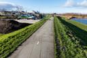 Aan de Oostdijk in Bunschoten zijn de voorbereidende werkzaamheden voor de overtoom begonnen.
