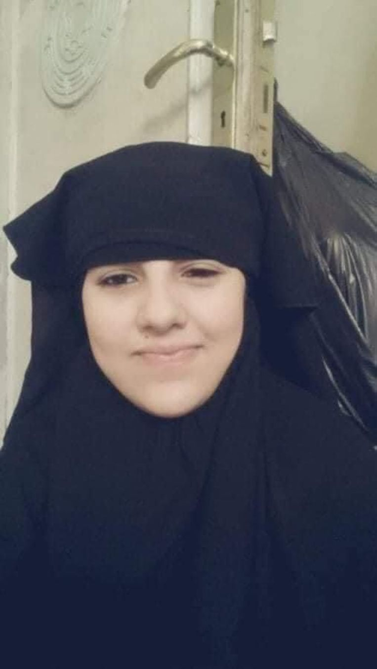 Een foto van Wadha toen ze in IS-gevangenschap zat Beeld Bruno Struys