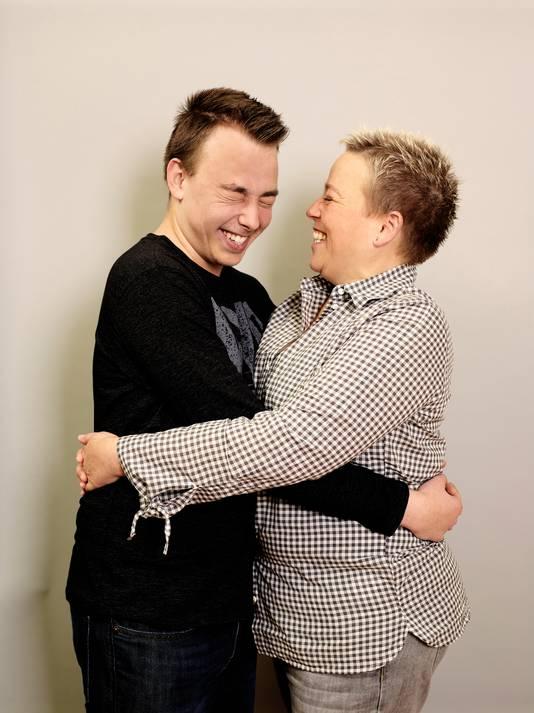 Sandra Schuiten met zoon Robin.
