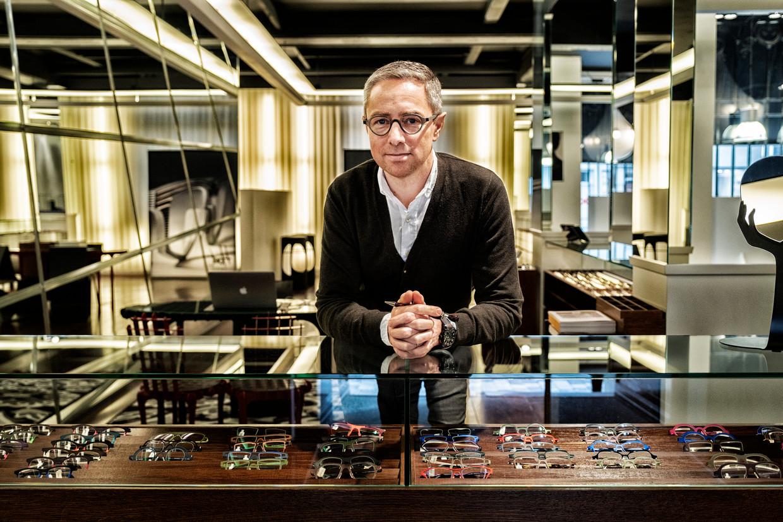 Frederik Ghesquière, uitbater van brillenwinkel Hoet, die uit de Dansaertstraat verdwijnt. 'De rock-'n-roll is er wat van af.' Beeld Tim Dirven