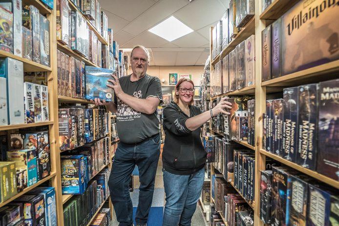 Speelgoedwinkel in de Dorpsstraat is uit z'n jasje gegroeid en gaat verhuizen - Edwin Niemans en Jantine
