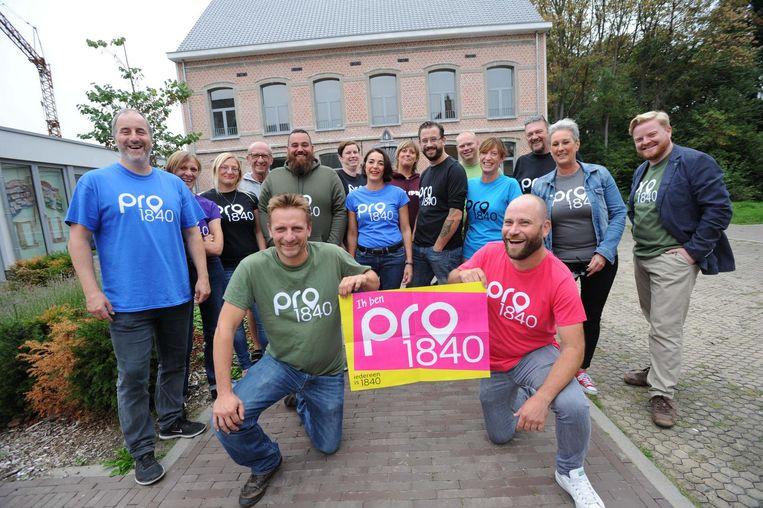 Schepen Tom Troch (vooraan links) met de kandidaten op de lijst van Pro1840.