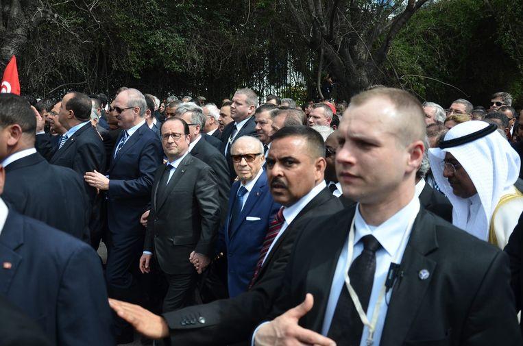 De Franse president, Francois Hollande en de President van Tunesië, Beji Caid Essebsi tijdens de demonstratie. Beeld epa
