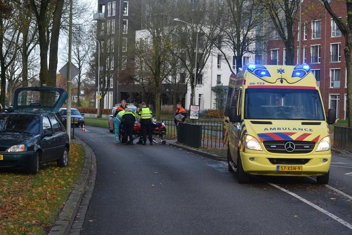 Ambulance ter plaatse bij het ongeval.