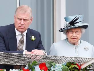 """Prins Andrew houdt geheim beraad met Queen en wil comeback maken: """"Geen schijn van kans"""""""
