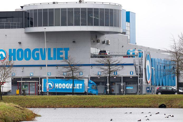 Het oude distributiecentrum van Hoogvliet. De letters van deze supermarkten zijn inmiddels van de gevel.