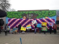 Eindhovense basisschool Atalanta onthult kleurrijk kunstwerk