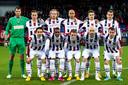 Het Willem II-elftal van 2012/13, het eerste Tilburgse jaar van Jordens Peters (staand, tweede van rechts).