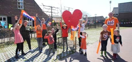 Vlaggenslingers door Oostelbeers als vreedzaam protest om basisschool te behouden