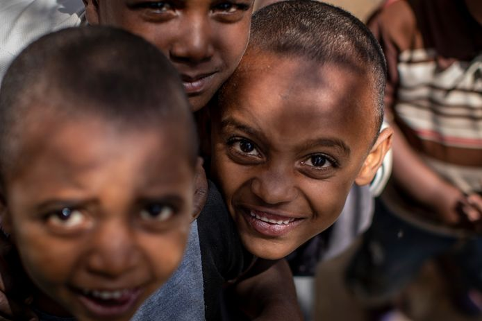 Kinderen in het dorpje Abi Adi, in de door hongersnood bedreigd Tigray-regio in Ethiopië.