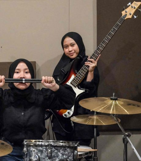Trois jeunes Indonésiennes jouent du heavy metal pour tenter d'échapper à leur destin