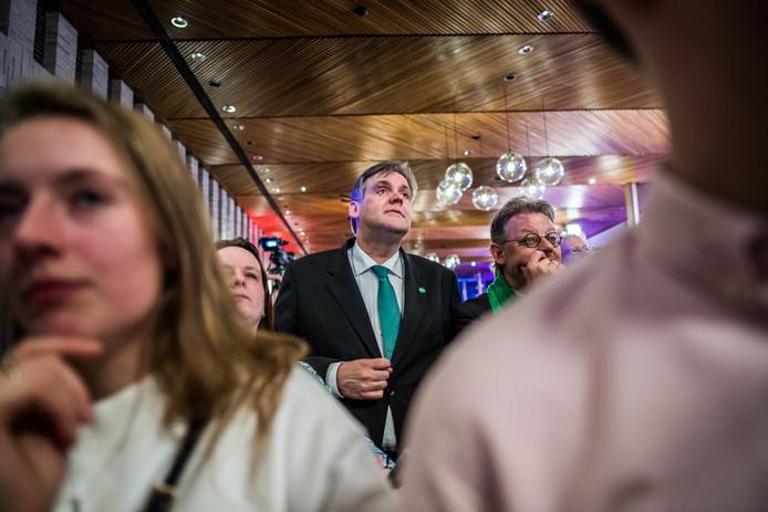 Spanning op het gezicht van CDA-aanvoerder Gerhard Bos tijdens de verkiezingsavond in het provinciehuis in Arnhem.