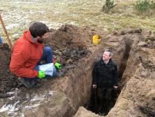 Deze kuil van 2 meter diep moet zorgen voor beter natuurherstel op de Veluwe
