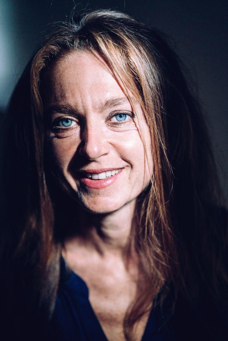 Rika Ponnet, relatiebemiddelaar: 'We dachten dat het aantal aanmeldingen zou stilvallen, maar het houdt onze klanten zeker niet tegen dat de eerste gesprekken via skype verlopen.'  Beeld Stefaan Temmerman
