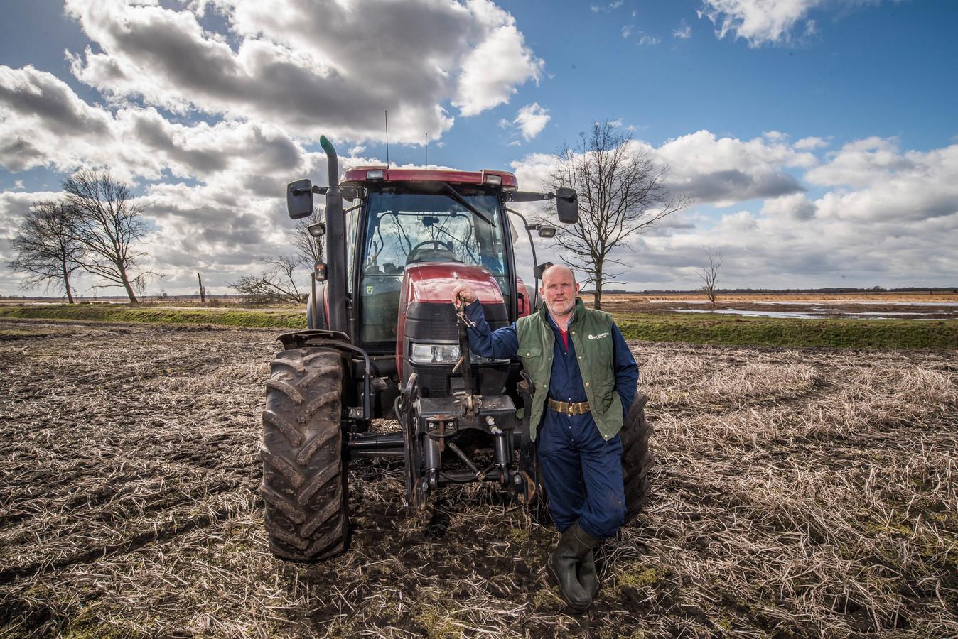 """Agrariër Henk Ormel met op achtergrond natuurgebied Engbertsdijkvenen: """"We verzetten ons met veertien personen tegen het provinciaal inpassingsplan."""""""