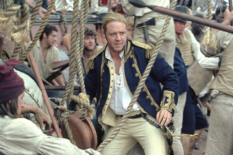 Russell CROWE MASTER AND COMMANDER: THE FAR SIDE OF THE WORLD  film (Vs, 2003) van Peter Weir  foto : Russell Crowe met : Russell Crowe (Capt. Jack Aubrey), Paul Bettany (Dr. Stephen Maturin, Surgeon), James D'Arcy (1st Lt. Tom Pullings) dmm cover coverstory russell crowe Beeld rv