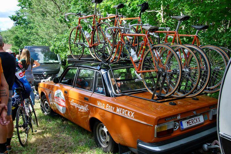 De oranje Volvo van Jo Helsen.