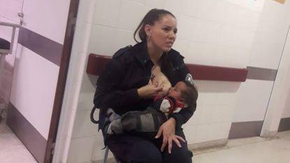 Agente overladen met lof omdat ze borstvoeding geeft aan baby waar niemand naar omkijkt