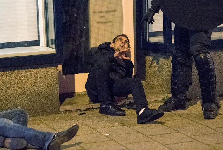 Turkse demonstranten zijn gewond geraakt nadat ze slaags raakten met de mobiele eenheid. Beeld anp