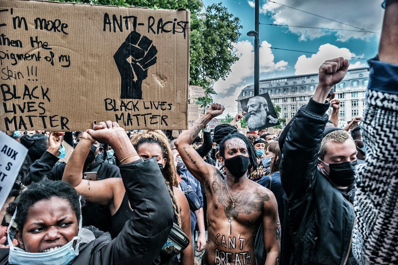 Het BLM-protest in Brussel dat vorige maand op gang kwam na de brute moord op de Afro-Amerikaan George Floyd.  Beeld Tim Dirven