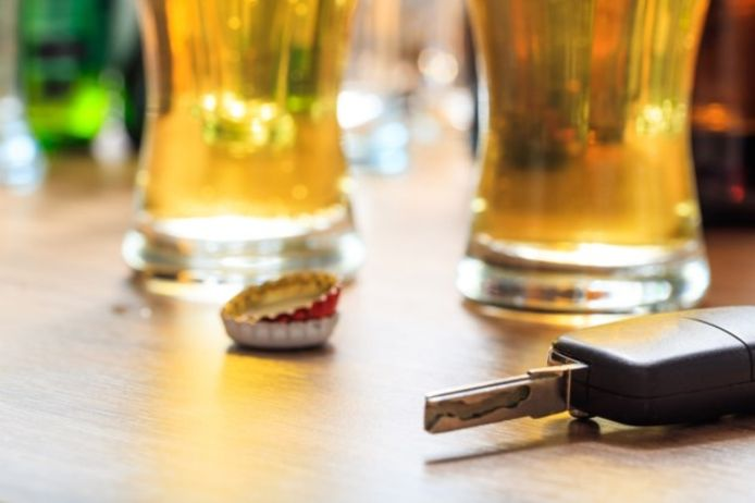 'Don't drink and drive'. Dat waren twee heren uit het Brusselse even vergeten toen ze gingen feesten in de Overpoortstraat.