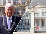 Burgemeester Jan van Zanen feliciteert koningin Máxima via video