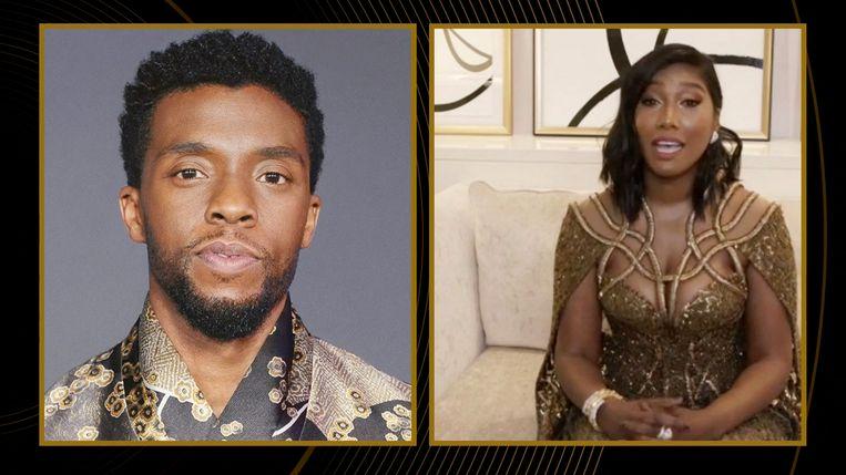 De weduwe van Chadwick  Boseman, Simone Ledward Boseman, neemt de prijs voor beste acteur voor haar overleden echtgenoot in ontvangst.  Beeld AFP