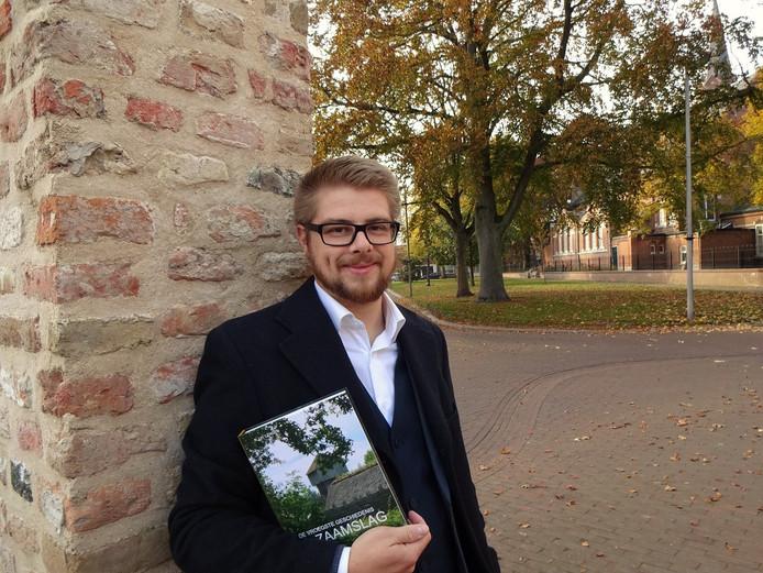 Archeoloog Richard Lensen uit Zaamslag beschreef in zijn boek de vroegste geschiedenis van zijn dorp. Lensen woont inmiddels elders maar is nog nauw betrokken bij de Stichting Zaamslag 850 jaar.