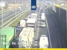 Ongelukken zorgen voor flinke vertraging op A15 bij Hardinxveld
