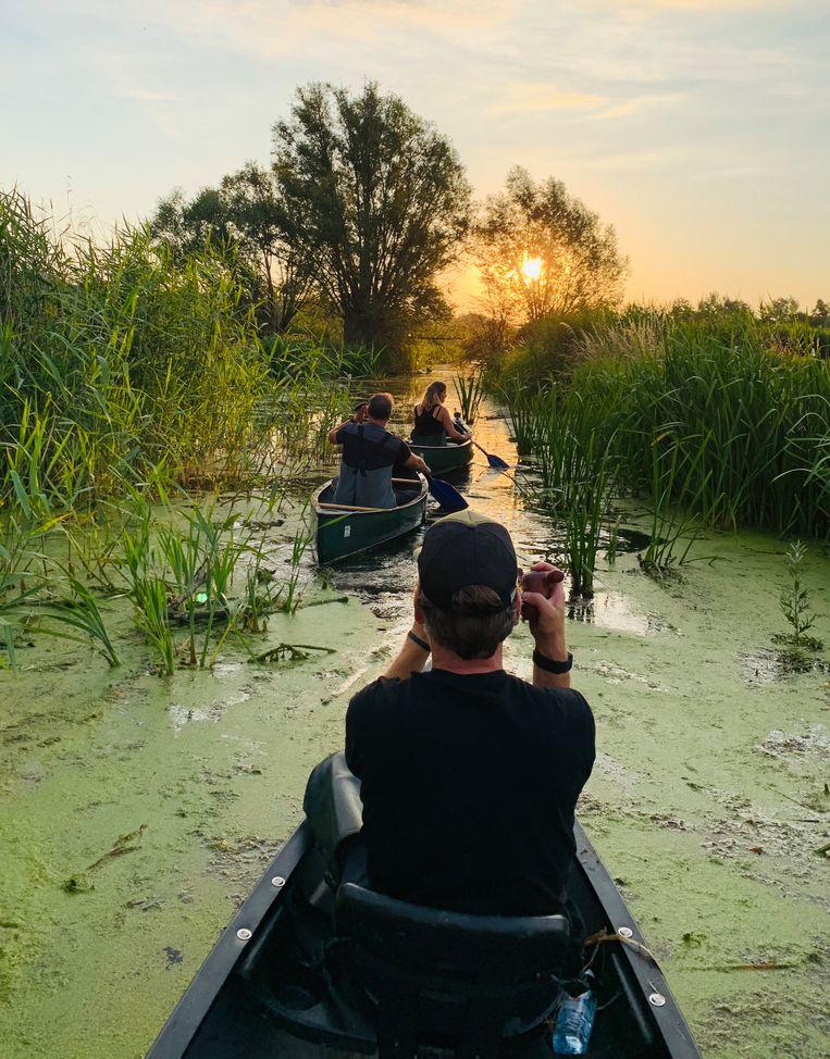 ''Reizen Waes: Vlaanderen' was indrukwekkend. Neem nu dat rattenvangen: 's morgens het bootje in, op die kleine riviertjes... Dat is toch fantastisch?' Beeld VRT