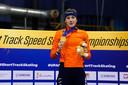 Suzanne Schulting met tranen in haar ogen op het podium in Gdansk.
