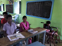 Schoolkinderen in de school in Veerasolapuram.