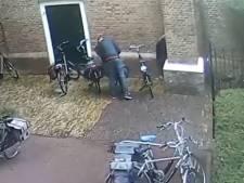 Politie zoekt dieven van elektrische fietsen bij kerk in Nijkerk