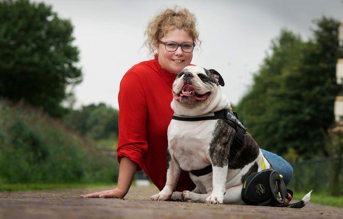 Migranten probeerden de hond van Janita Martens te stelen.