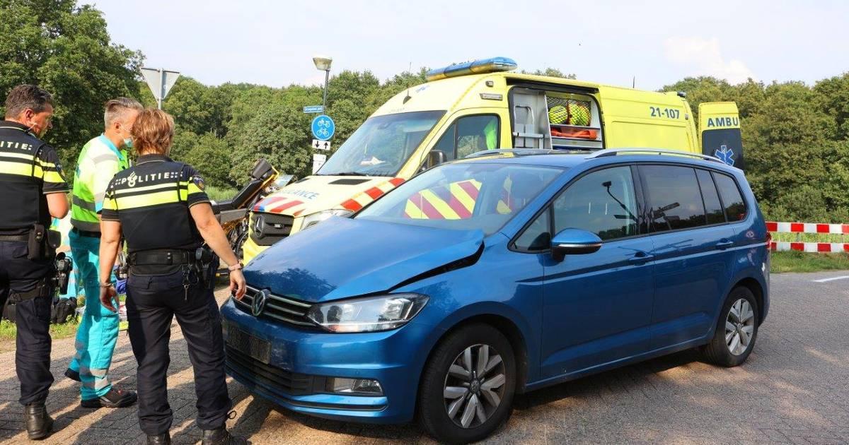 Fietser zwaargewond bij aanrijding met auto in Vught.