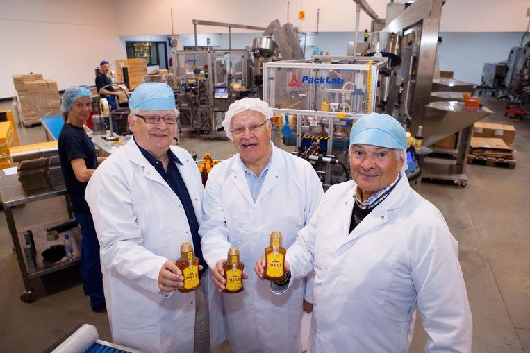 Broers Guy, Robert en Roland in de fabriek van Meli.