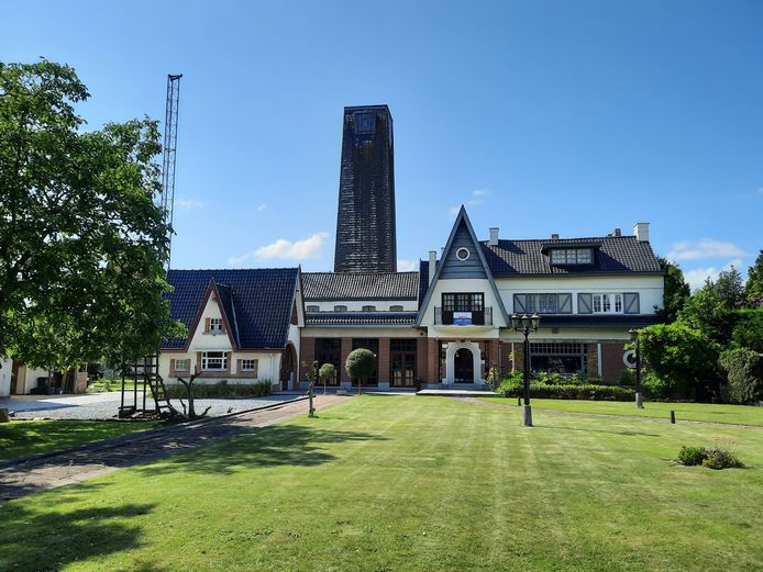 De schutterstoren staat achter de Auberge Saint-Sébastien en werd gebouwd in 1956.