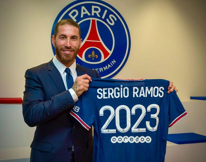 Sergio Ramos met het shirt van PSG