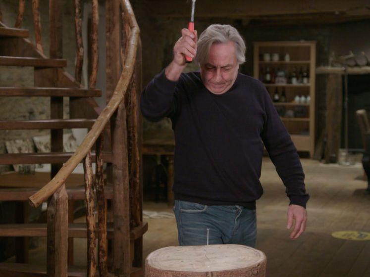 Kan Eddy Planckaert in één slag nagel in blok hout kloppen?