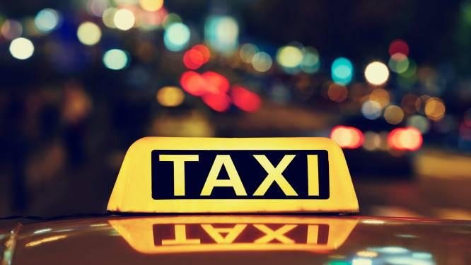 Taxirit boeken tijdens weekendnacht? 'Het is een bizarre chaos met ritten'