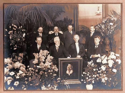 Directie en personeel van Callenbach tijdens het 75-jarige bestaan van het bedrijf in 1929. Het portret toont oprichter G.F. Callenbach.