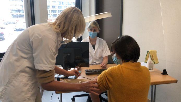 In het vaccinatiecentrum is men er klaar voor na een grondige testbeurt. Morgen krijgen de eerste mensen er hun vaccin.