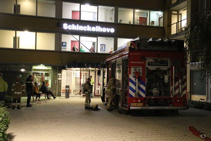 De brand was met meerdere eenheden bij de flat.
