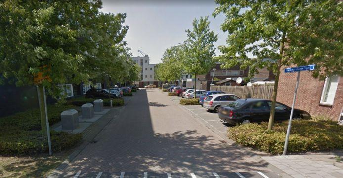 De bus stond geparkeerd in de Van der Goesstraat in Bergen op Zoom.