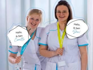 Verpleegsters, onthaalbedienden en artsen AZ Zeno stellen zich voor met bandje rond de hals