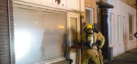 Brandlucht in woningen leidt naar brand in winkelpand in Den Haag